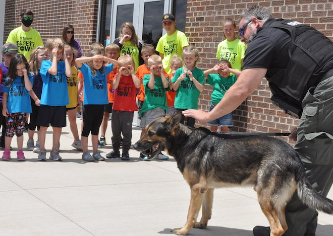 Deputy Dave and Murphy visit Safety Town